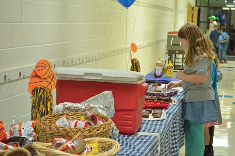 Elementary students enjoy the hot dogs and brownies provided by the booster club.